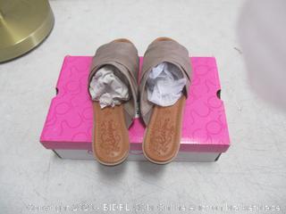 Ladies Shoes  8.5 M