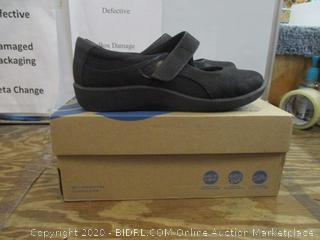 Girls Shoes  8.5w