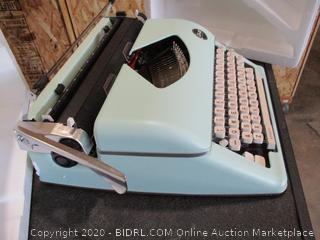Typecast Retro Typewriter by We R Memory Keepers | Mint ($219 Retail)
