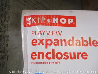 Skip Hop - Expandable Enclosure