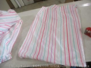 Comforter Set - Includes Comforter, Fitted Sheet, 2 Pillow Cases (Full)