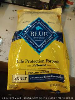 Blue Buffalo Life protection formula adult chicken and brown rice recipe 30 lb