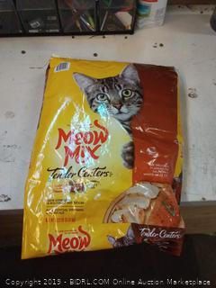 Meow Mix Tender Centers 13 and 1/2 lb
