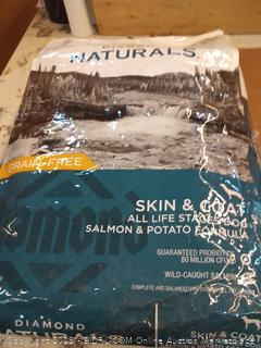 Diamond Naturals grain-free skin and coat all life stages dog food salmon and potato formula 30 lb bag