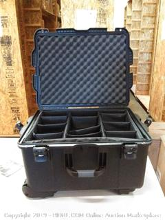 Nanook case with padded divider silver