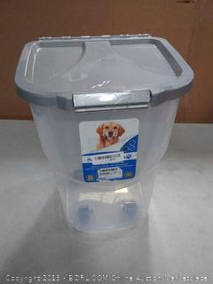 Incredible Pets pet food container with locking lid and Rolling Wheels