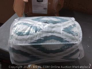 amazonbasics full / queen comforter set small rip inside