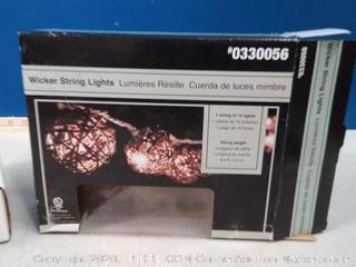 10 Ft White Outdoor String Light 10 Mini Lanterns(powers on)