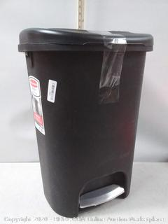 Rubbermaid 13 Gallon Black Step-On Trash Can
