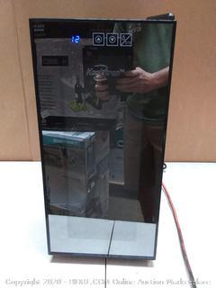 koolatron Urban series 10 bottle countertop wine cooler( powers on)(Retails $193)