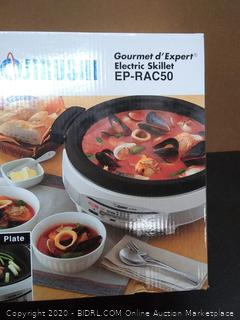 Zojirushi  Gourmet electric skillet (powers on) (Retail $150)