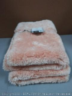 set of 2 duet bath rugs pink