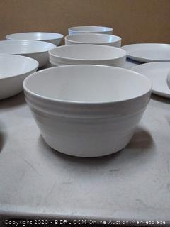 Vajilla Milbrook Bee & Willow™ 16 piece dinnerware set (missing mug)