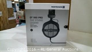 beyerdynamic DT 990 Pro The Studio Legend