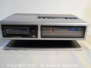 Vintage Zenith Alarm Clock / Radio