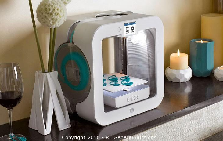 Shelf Pull 3D Printers NEW, UNUSED, in original box Retail Value $999.99.  (October  27)