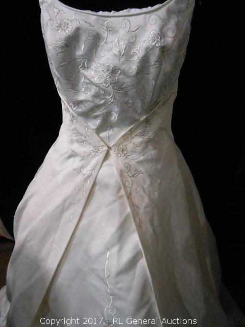New Antique Ivory Emme Embroidered Corset Back Bridal Gown W 35 Ft Train Size 10