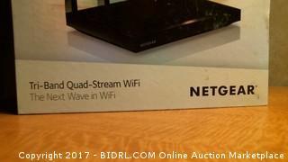 Netgear  nighthawk smart wifi rounter-powers on