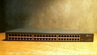 tp-link 48 Port Gigabit Rackmount Switch Powers on Please Preview