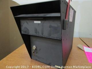 Locking Post Mount Mailbox