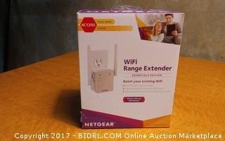 Netgear WiFI Range Extender  Powers on Please Preview