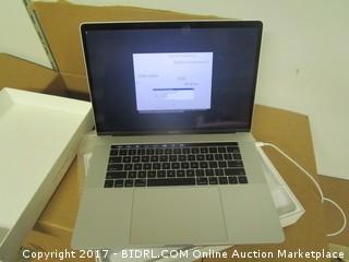"Macbook Pro 15"" Silver 2.6GHz 16 GB/Radeon 450 256GB"