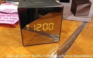 Sony FM/AM Clock radio Powers on Please Preview