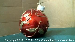 Large Ornament / needs batteries