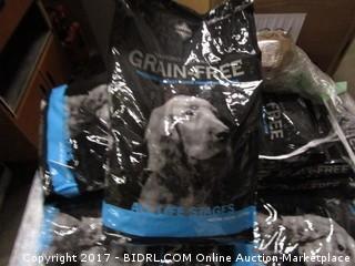 Diamond Naturals Grain Free  Whitefish & Sweet Potato Formula (Blue and Black)