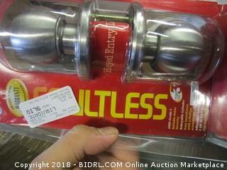 Faultless Doorknob Set