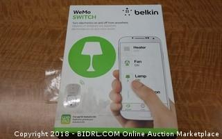 Belkin WeMo Switch Powers on