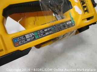 DeWalt 5-in-1 multi tacker