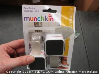 Munchkin Dual Action Mult Use Latch