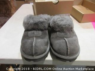 Ugg Shoes - Sz 6