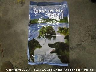 Taste of the Wild (Pacific Stream Canine Formula w/Smoked Salmon) (Blue Bag)
