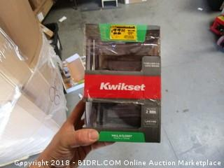 Kwikset Hall and Closet Doorknob
