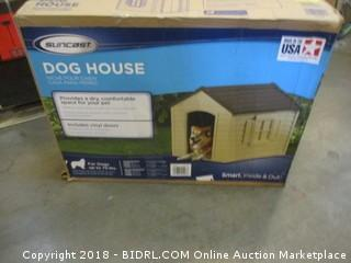 Suncast DH250 Dog House (Retail $67.00)