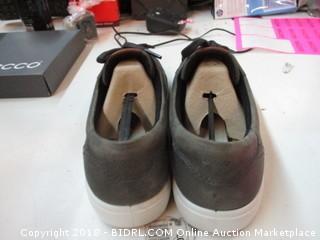 Ecco Size 10.5 - 11