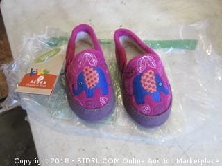 Children's Slippers Size 8-9