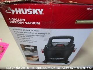 Husky Wet/Dry Vac Powers On