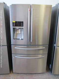 Samsung Refrigerator, Powers On (See Pictures)