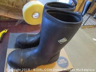 Muck Boots Men 9 women 10
