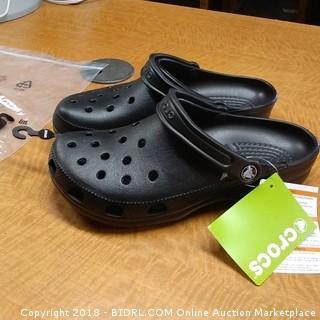 Crocs   Sizes Men 8/ Women 10
