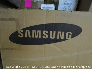 "Samsung 55"" Professional LED Display  Powers On , Cracked Screen See Pictures"