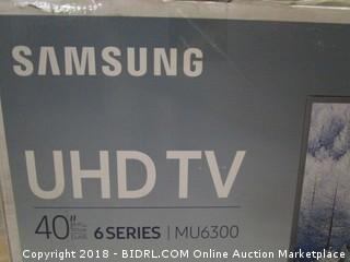 "Samsung UHD TV 40""  Powers On Cracked Screen  See Pictures"