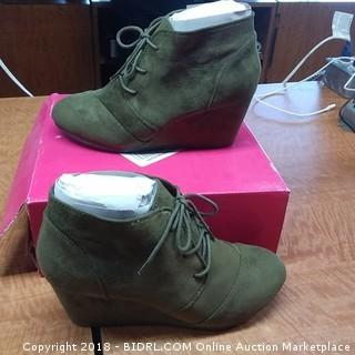 Ladies Shoes 8.5