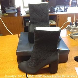 Nanette Boots Size 9