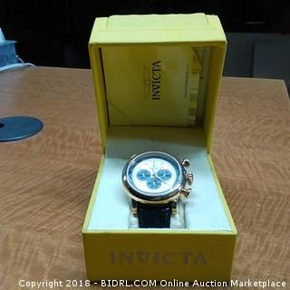 Invicta Watch In Case / damaged to band See Pictures