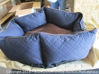 Wave Quilting Hexagon Pet Bed